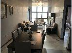شقة جميلة للبيع بحـي الشاطئ. المساحة الكلية 130 م². مصعد وشرفة.