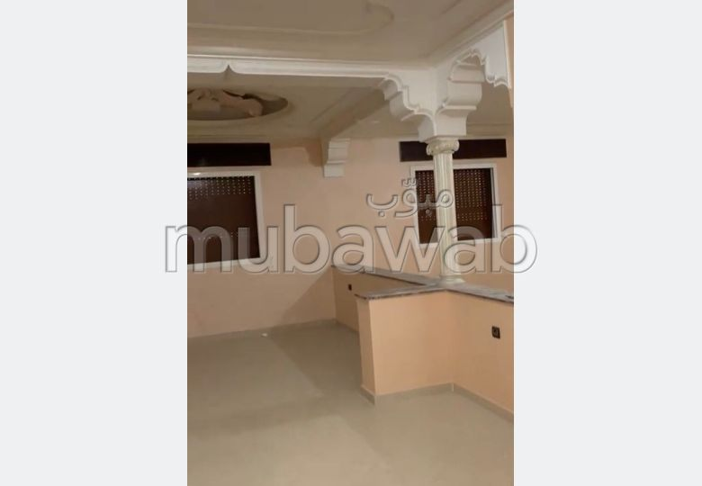 House to buy in Azib Haj Kaddour. 3 Cabinet.