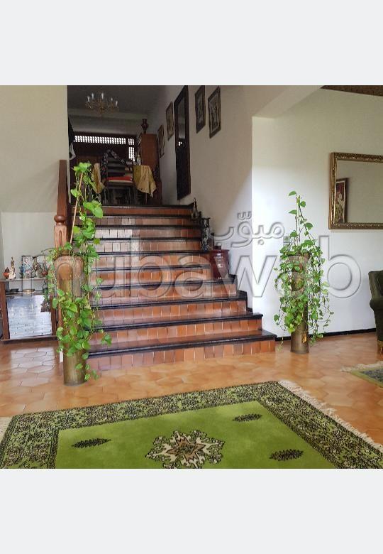 Maison à vendre à Kénitra. 4 pièces confortables. Jardin et terrasse
