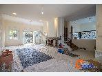شقة للشراء ب عين الذياب امتداد. 4 غرف ممتازة. المدفأة وخدمة حارس الإقامة.