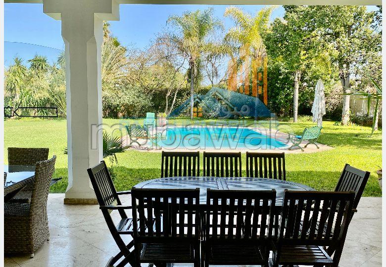 فيلا فخمة للبيع بحي كاليفورنيا. المساحة 2049 م². مدفأة ، حمام سباحة.