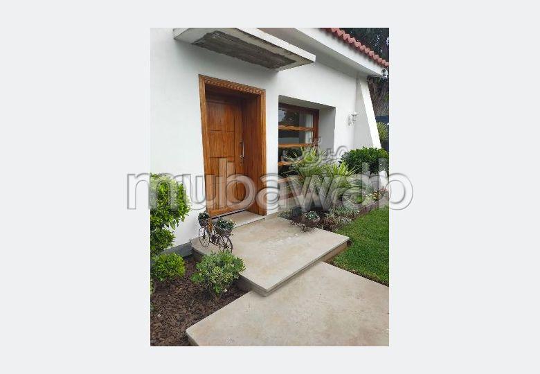 Vente villa de luxe à Casablanca. 3 chambres. Tout confort avec cheminée et climatisation