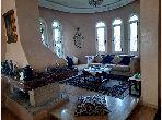 منزل ممتاز للبيع ب منظرنا. المساحة الكلية 600 م². موقف للسيارات وحديقة.