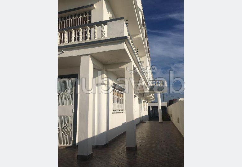 Esplendida villa en venta en manar. Area 860 m². Ascensor y estacionamiento.