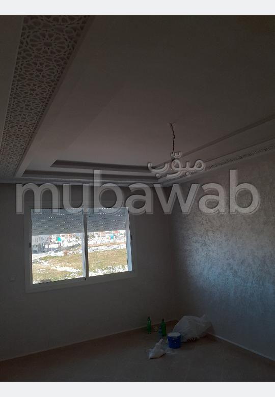 Bonito piso en venta en Hay Salam. 4 Estudio. Jardineras, Gran terraza.