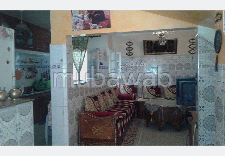 Maison à l'achat à Casablanca. 4 pièces. Parking et terrasse
