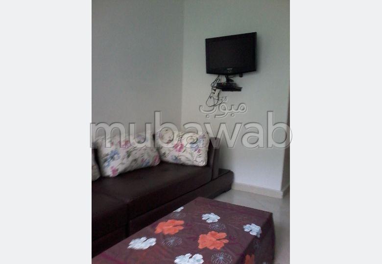 Flat for rent in Nassim. 3 comfortable rooms. Attic.