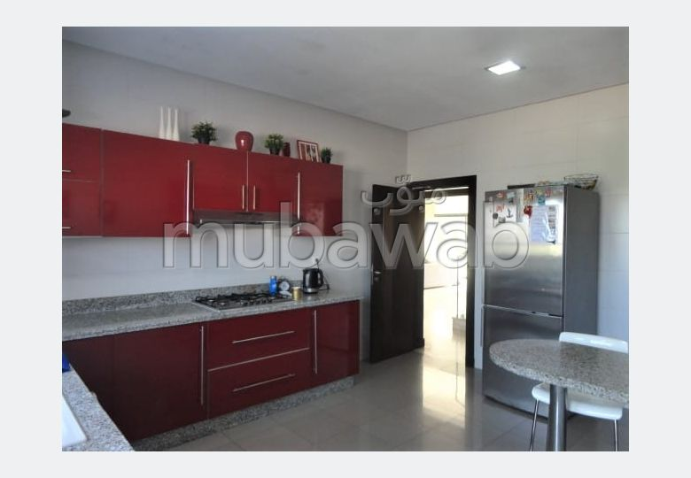 Fabulous house for sale. Area of 804 m². Living room with fireplace, General air conditioning System.