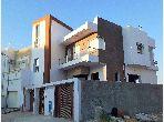 Vente villa de luxe. 4 chambres agréables. Places de stationnement et jardin