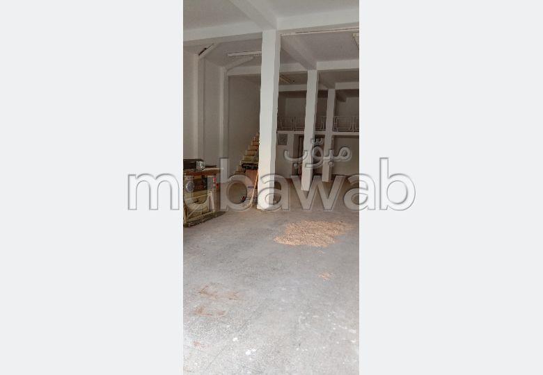 Local commercial à vendre à Tanger. Superficie 135 m²