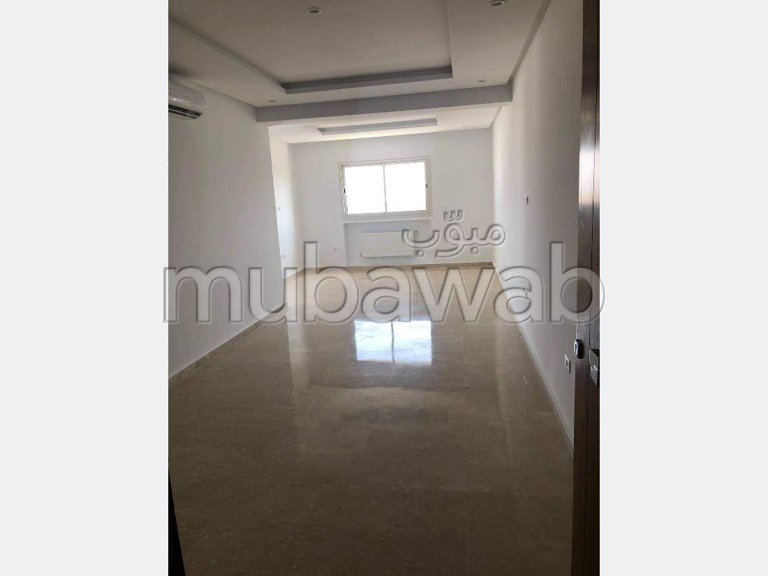 Superbe appartement à vendre. Surface totale 102 m². Double vitrage et chauffage central