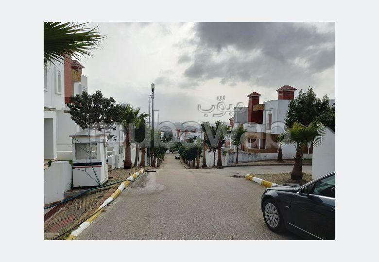 suntuosa casa en venta en Jbel Kbir. Gran superficie 600 m². Chimenea operativa, aire condicionado integrado.