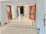 Piso en venta en Maârif Extension. 3 Pequeña habitación. Sistema de antena parabólica y residencia segura.
