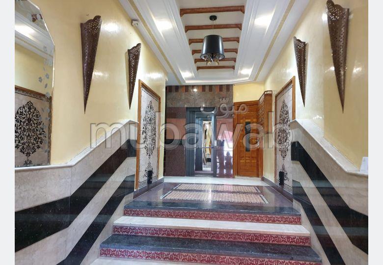Piso en venta en Centre. Pequeña superficie 146 m². Conserje.