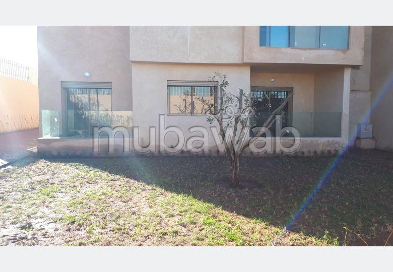 Precioso piso en alquiler en Guéliz. Dimensión 98 m². Salón con decoración marroquí, sistema de parábola general.