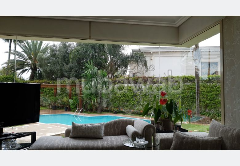 Luxury Villa for sale in Californie. Large area 1524 m². Beautiful terrace and garden.