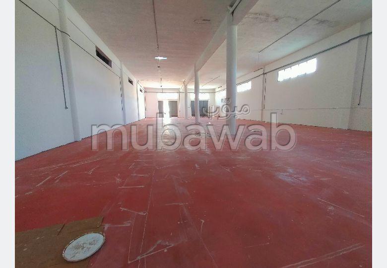 Oficinas y locales comerciales en alquiler en Mghogha. Dimensión 600 m².