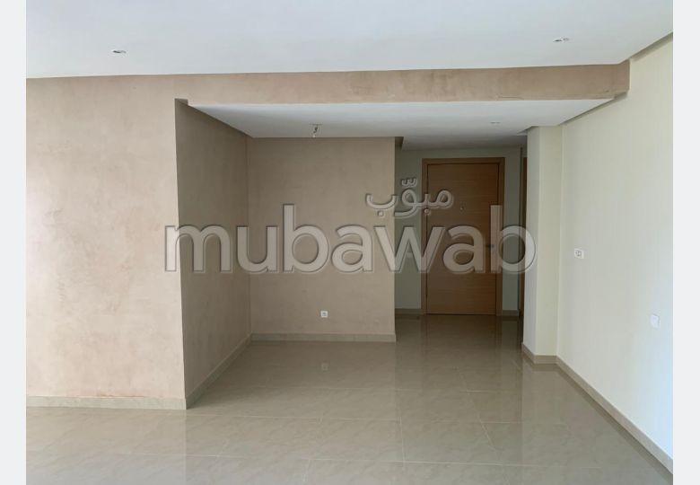 Piso en venta en Centre. 3 Hermosas habitaciones. Ascensor y terraza.
