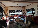 Se vende piso en Champ de course. 3 Bonitas habitaciones. Conserje y aire condicionado.