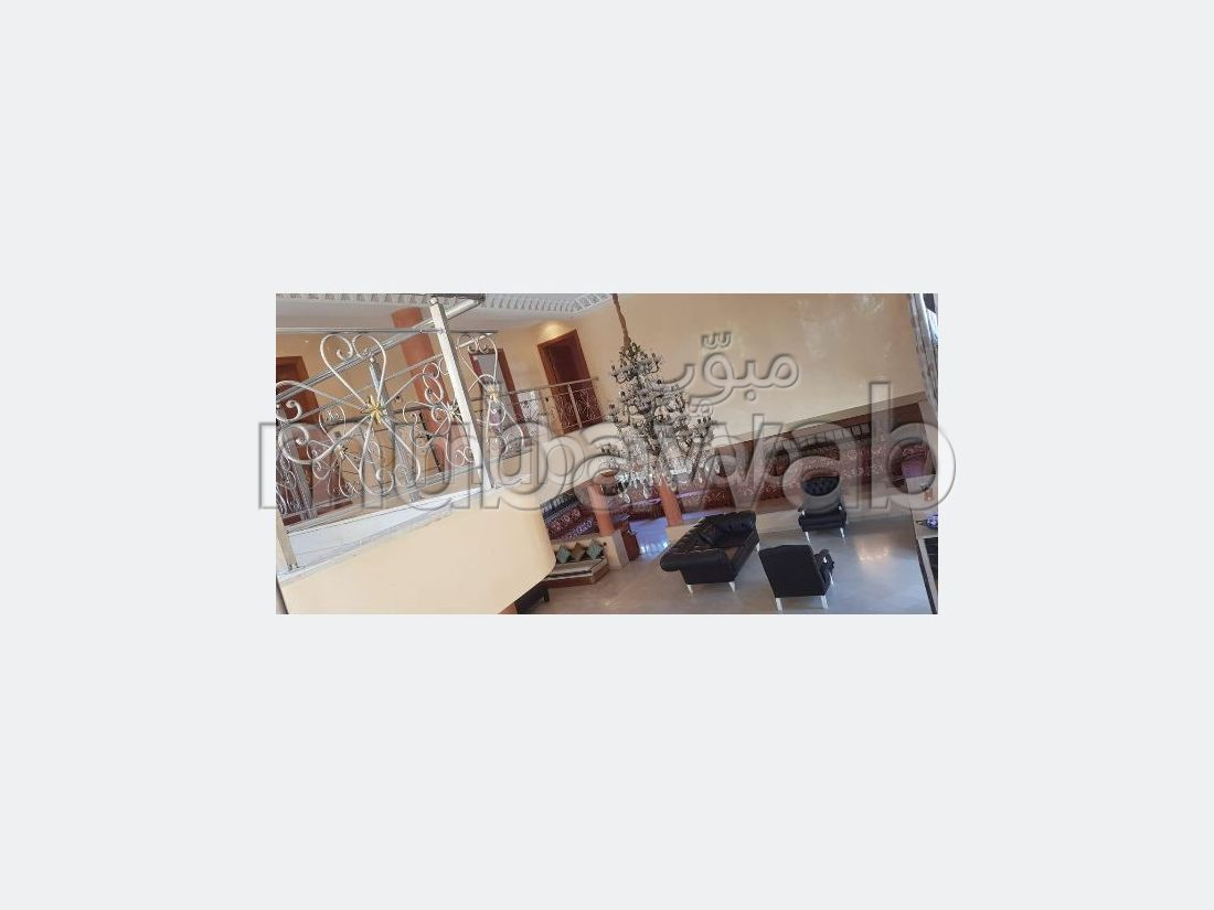 Splendide villa à vendre à Inzegan. 6 grandes pièces. Tout confort avec cheminée et climatisation