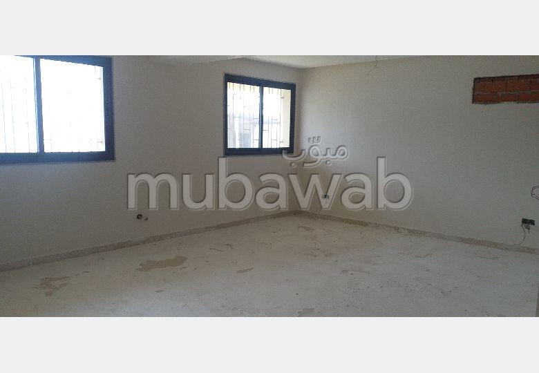 عقارت تجارية للكراء ب بوخالف. المساحة الكلية 150 م². شرفة مشرقة.