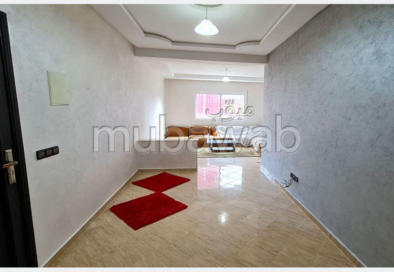 شقة للشراء ب المدينة العليا. المساحة الكلية 104 م². صالون مغربي نموذجي ، إقامة آمنة.