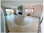 شقة جميلة للبيع بأكدال. المساحة الكلية 155 م². إطلالة على البحر ، الزجاج مزدوج.