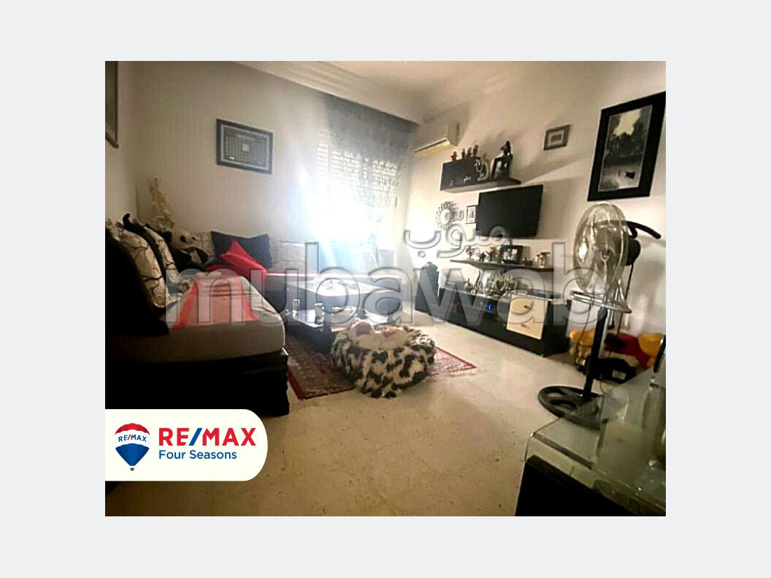 Fabulous apartment for sale in Cité Ennasr 2. 4 Small bedroom. Air-conditioned.