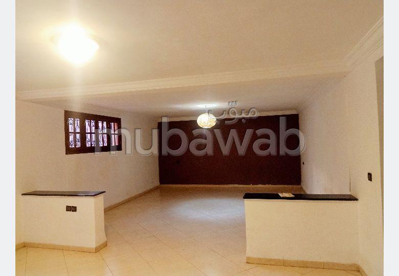 Grand etage villa T2 en semi cave
