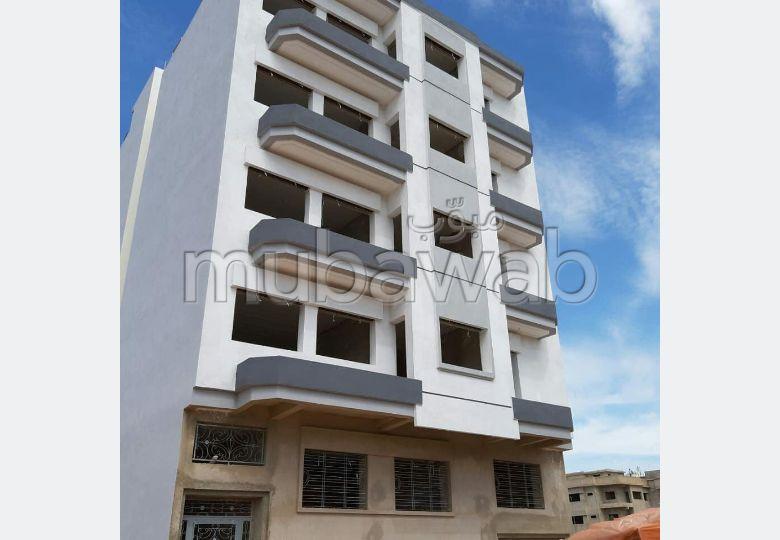 شقة رائعة للبيع ب طريق عين شقف. المساحة 117 م². بواب ومكيف الهواء.