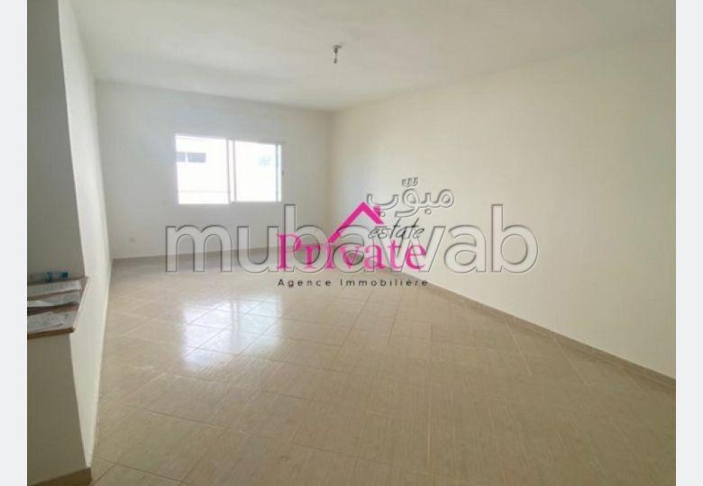 Busca pisos en venta. Dimensión 107 m²;. Plazas de parking y bonito jardín.