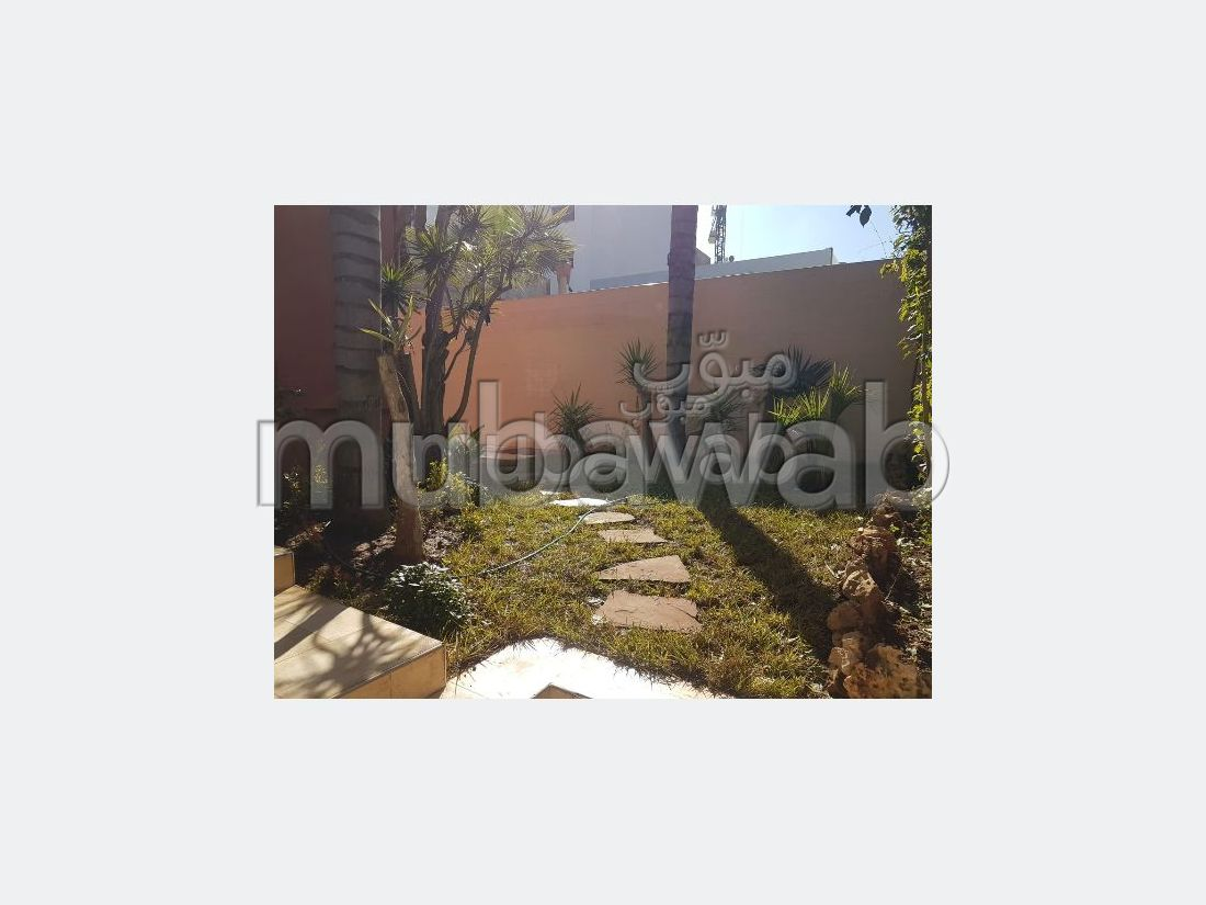 House for rent in Oasis. 4 Room. Parking spaces and garden.