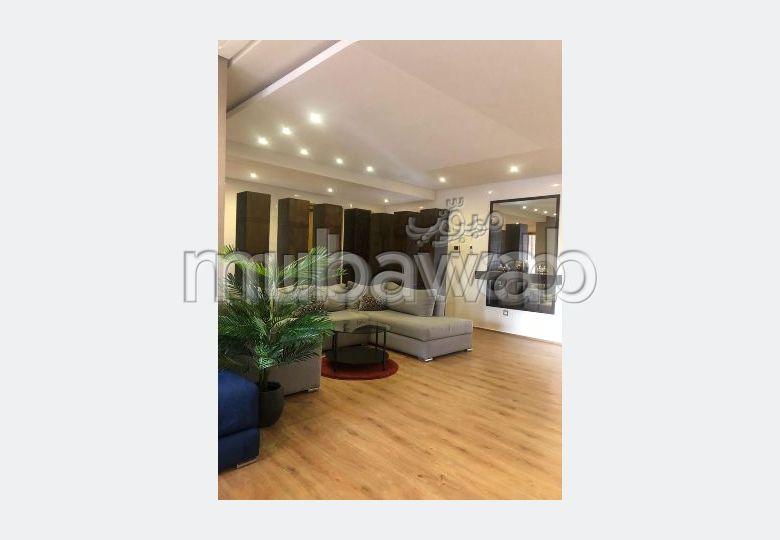 شقة للبيع ب ميموزا. المساحة الإجمالية 137 م². صالة تقليدية ونظام طبق الأقمار الصناعية.