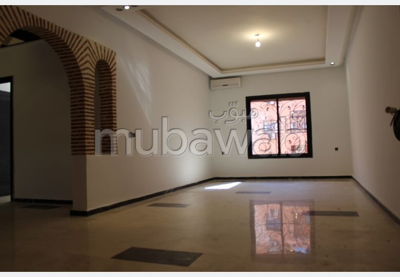 Find an apartment for rent in Guéliz. 3 rooms. Lift and parking spaces.