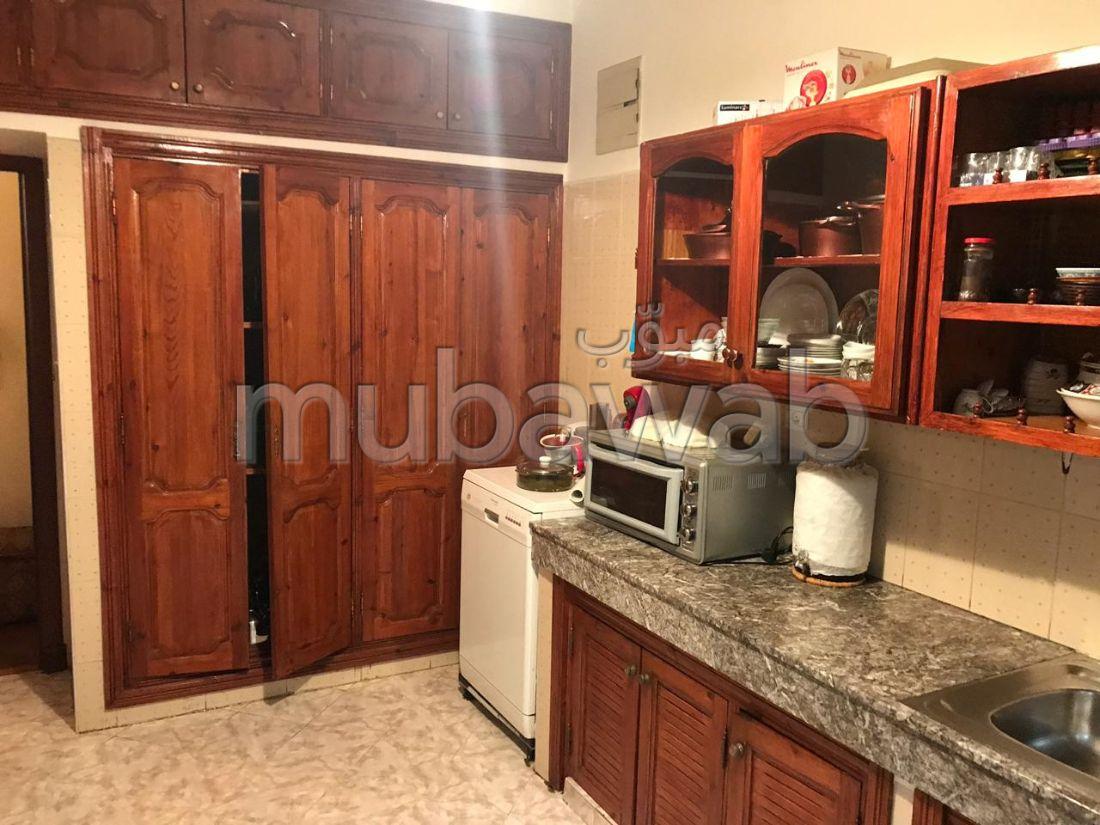 شقة للشراء ب حي بدر. المساحة الإجمالية 156 م². شرفة مشرقة.