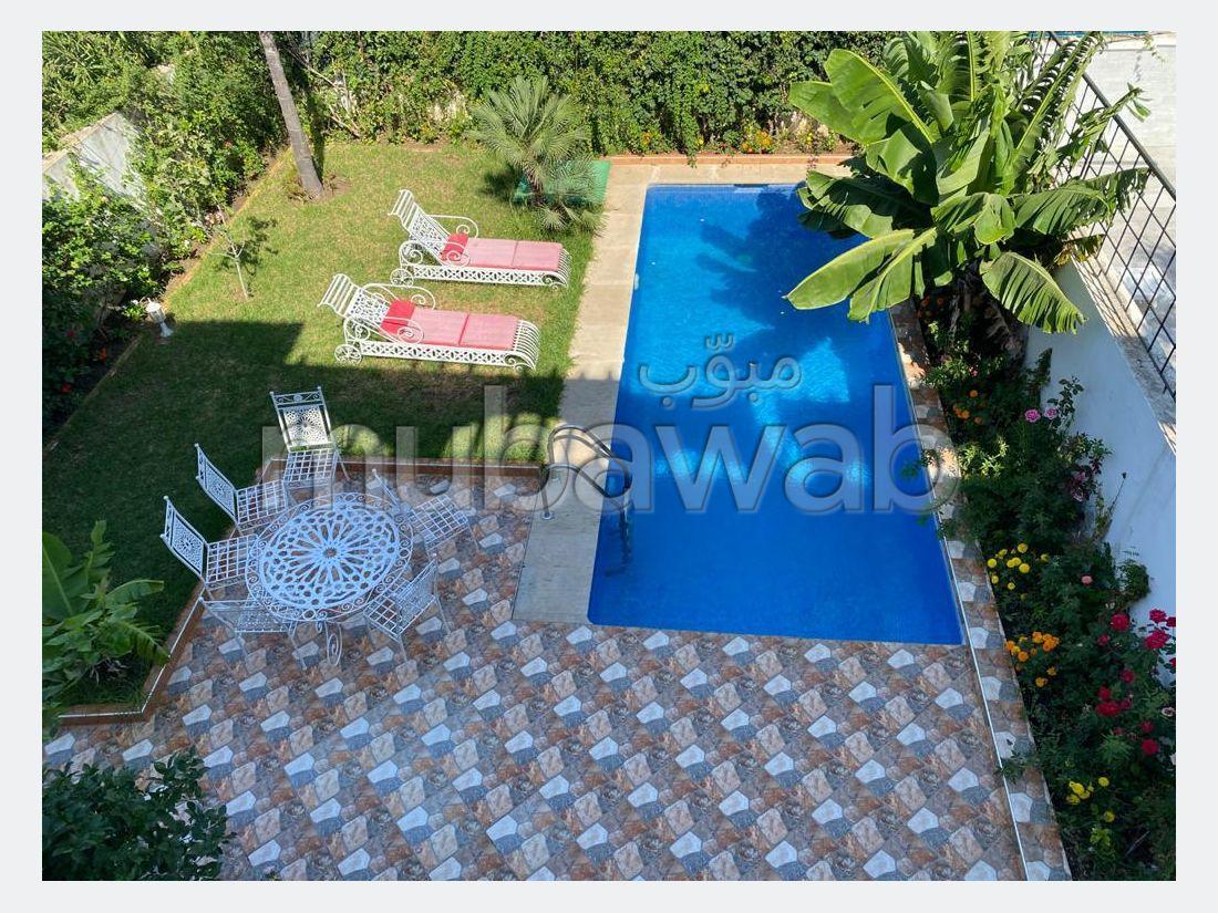 شقة جميلة للكراء بحـي الشاطئ. المساحة الكلية 360 م². مفروشة.