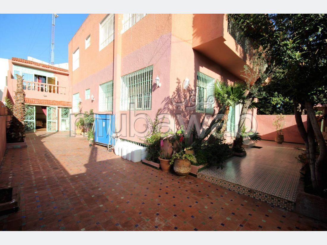 Magnífica casa en venta en Polo. 5 dormitorios. Antena parabólica, residencia segura.