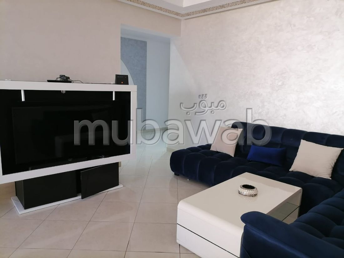 شقة للبيع بحـي الشاطئ. المساحة 125 م². مصعد وأماكن وقوف السيارات.