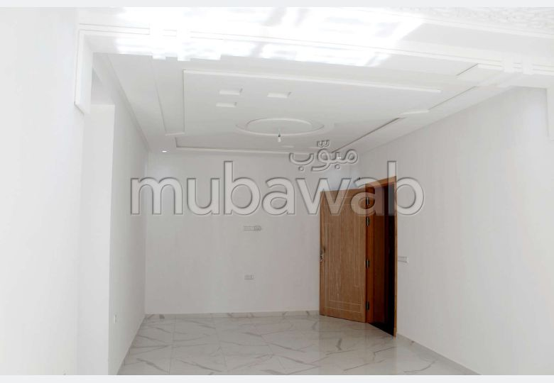 Sale of a lovely apartment in Moujahidine. 3 rooms.