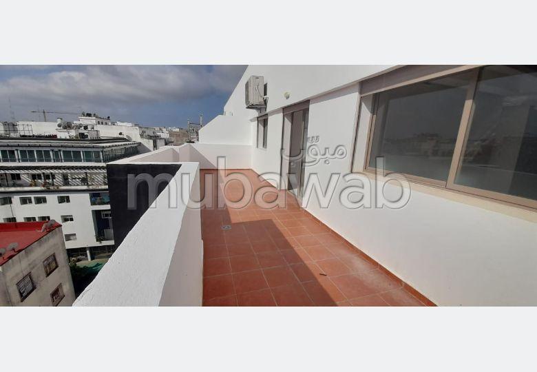 بيع شقة ب معمورة. المساحة الكلية 122 م². المرآب والشرفة.