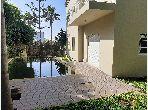 Villa de haut standing à louer à Casablanca. 4 belles chambres. Concierge et climatisation