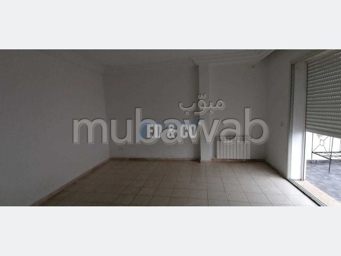 Apartment for rent. Dimension 100 m². Central heating.