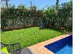 Suntuosa villa en venta en Californie. Gran superficie 256 m²;. Plazas de parking y bonito jardín.