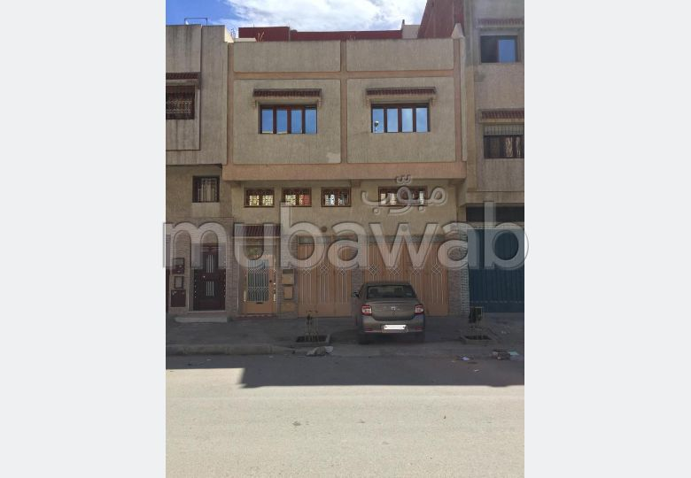 House for sale in El Majd. Area 113 m². Garage.