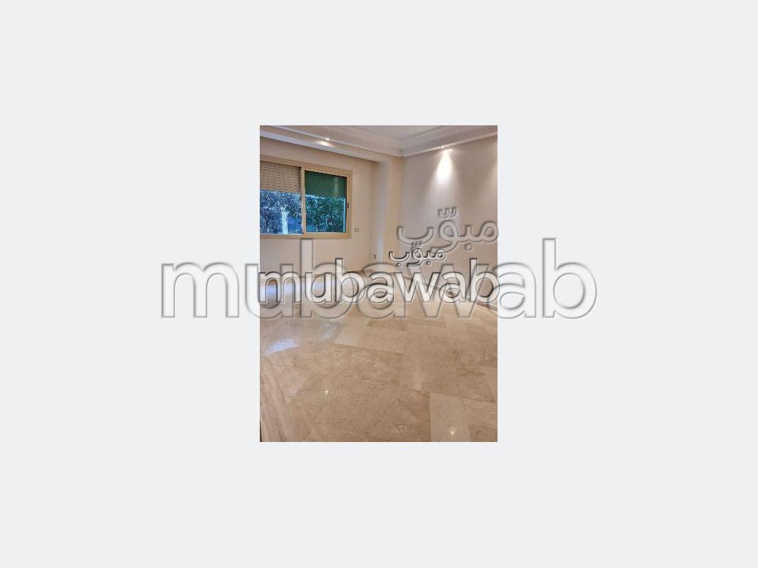 شقة للشراء ب مولاي يوسف. 2 غرف. مع مصعد ومنطقة خضراء.