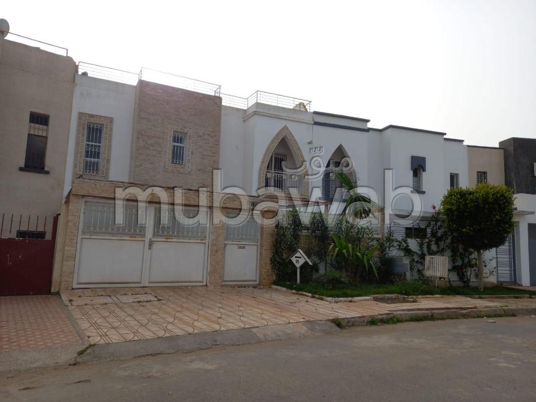 Villa de luxe à vendre à El Hadadda. 6 belles chambres. Salon Marocain et antenne parabolique