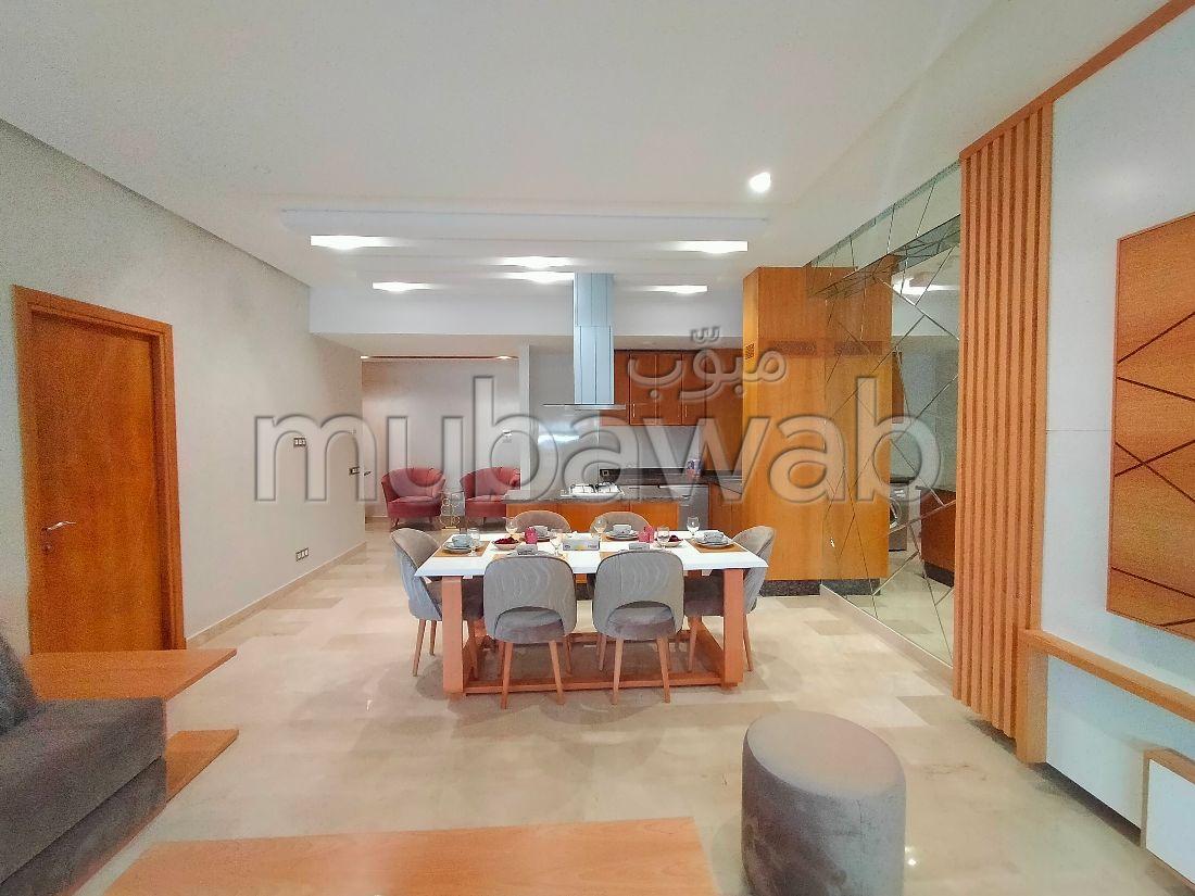 شقة جميلة للبيع ب ايبرية. 2 غرف. مع المرآب والمصعد.