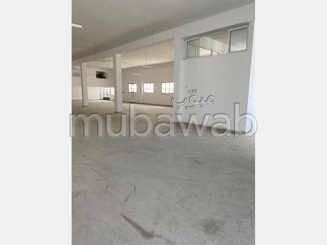 Oficinas y locales comerciales en alquiler en Route Nationale Assilah (N1). Área total 1000 m²;.