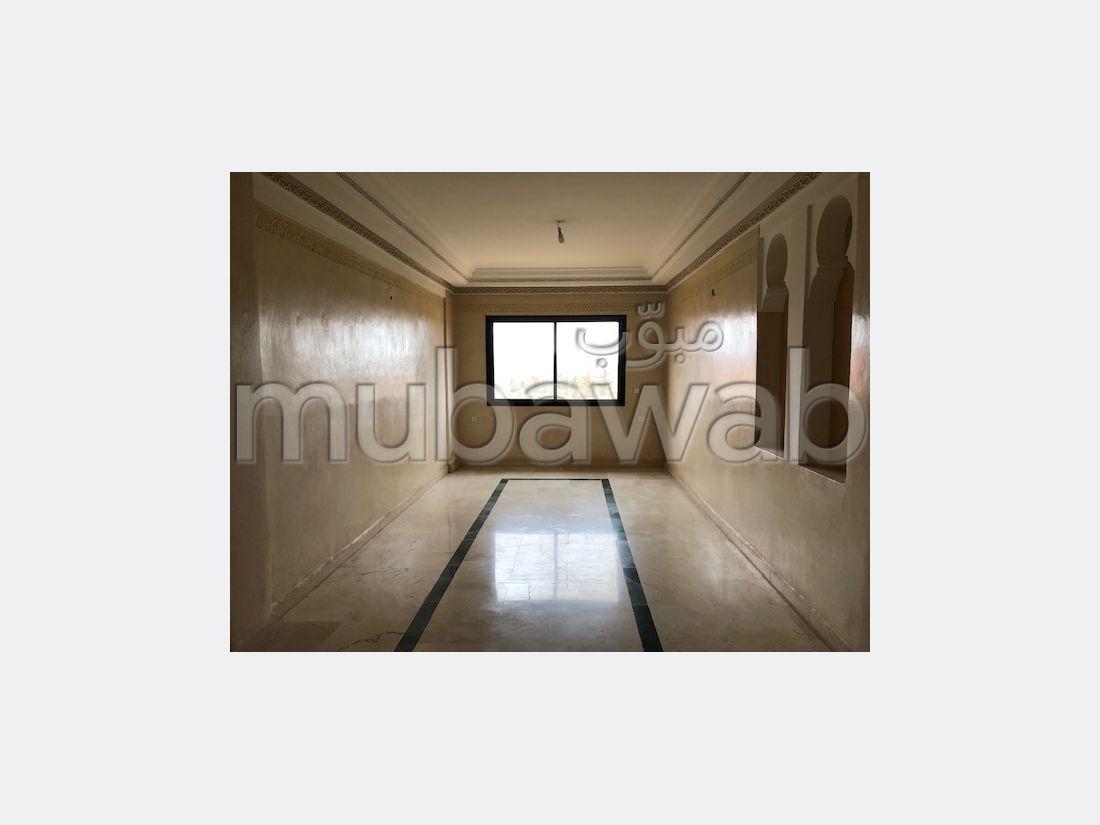 Se vende piso en Route Casablanca. Área total 80 m²;. propiedad con piscina, aire condicionado integrado.
