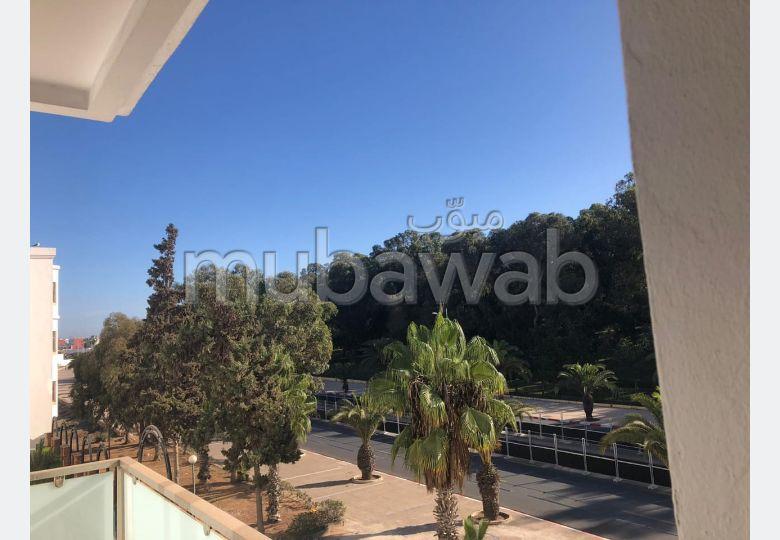 Bel Appartement en location vide avec terrasse excellente situation à QQ pas du palais royal